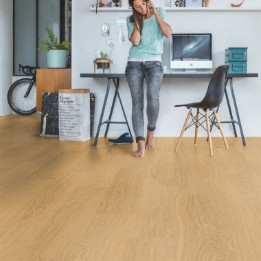 AVMP40098 QUICKSTEP PURE OAK HONEY - ALPHA VINYL